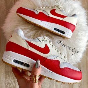 huge discount 3e9e6 e7f38 Women s New Nike Roshe Sneakers   Poshmark